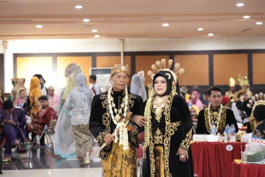 59 pasangan pengantin nikah massal di Surabaya