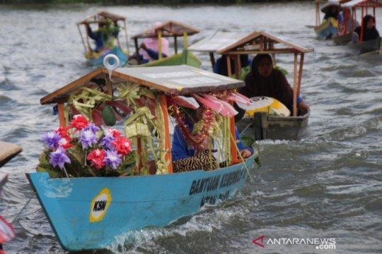 Tim Ekspedisi LBKS susuri Sungai Martapura salurkan bantuan sosial