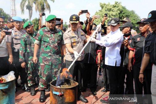 Polresta Bogor Kota musnahkan 15.250 botol miras dan 5.000 gram ganja