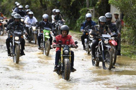 Presiden Jokowi tinjau tol trans Kalimantan dengan naik motor