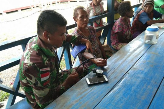 Satgas Pamtas RI-PNG berikan pelayanan kesehatan di Kampung Okyako