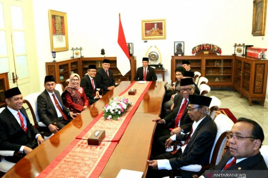 Presiden diskusi dengan Komisioner dan Dewas KPK 2019-2023