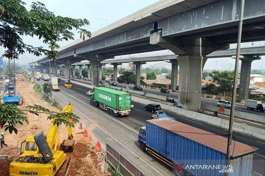 Kendaraan bersumbu tiga dan lebih langgar larangan melintas tol