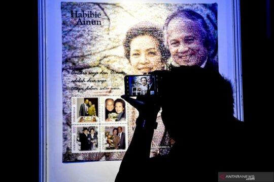 Prangko Habibie Ainun