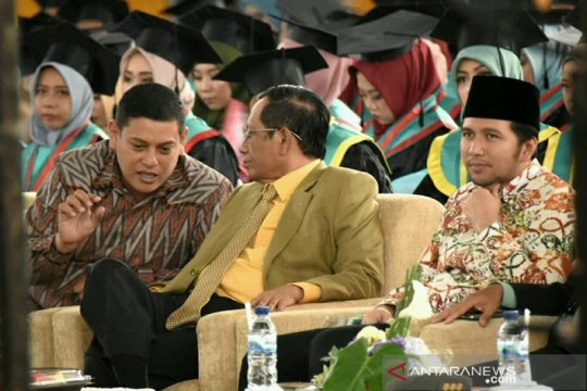 Mahfud MD berharap sarjana juga menjadi intelektual