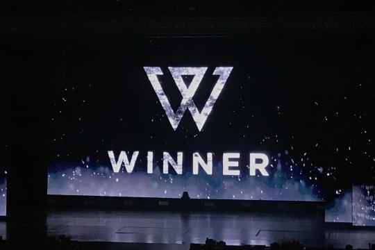 """WINNER sapa penggemar dengan bahasa Indonesia di """"Cross Tour"""""""