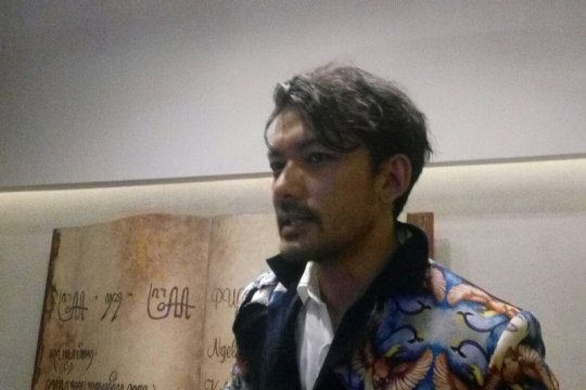 Rio Dewanto ternyata jago melukis