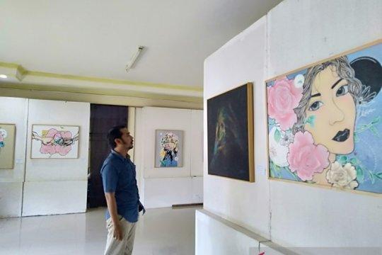 Dua pelukis beda gaya gelar pameran di Taman Budaya Kalsel