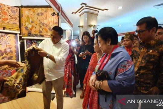 Tinjau stan Trisakti Tourisme, Mega jelaskan manfaat kembang telang
