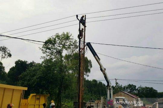 Angin kencang, 135 gardu PLN di Palembang terganggu