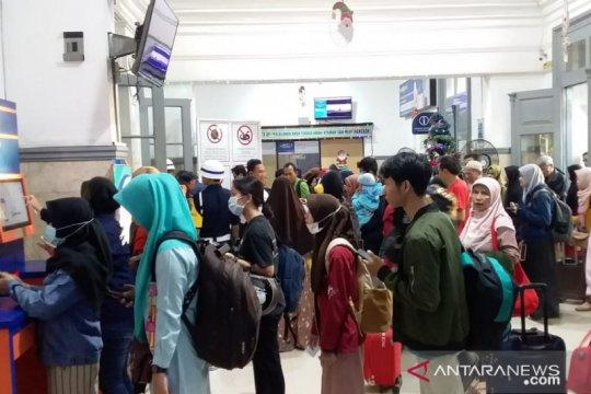 Ribuan penumpang padati stasiun di Daop Jember jelang libur Natal