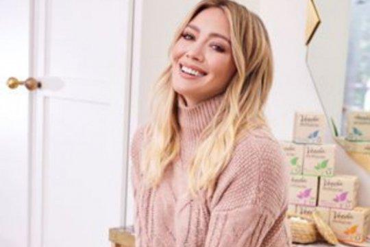 Hilary Duff pamer gaun pengantinnya di Instagram