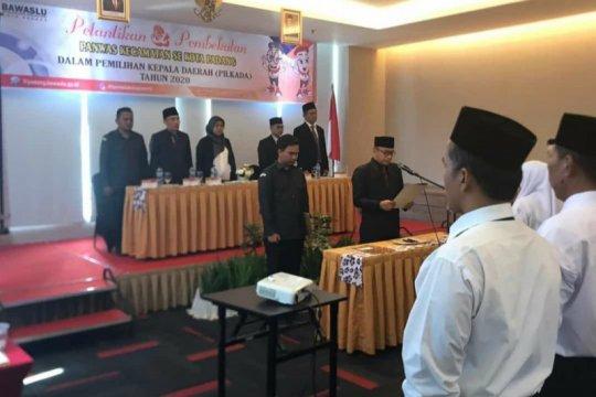 Bawaslu Padang lantik 33 anggota Panwascam awasi Pilgub Sumbar