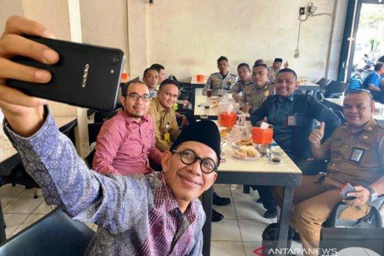 Stafsus Wapres KH Robikin Emhas puji kenikmatan kopi khas Meulaboh