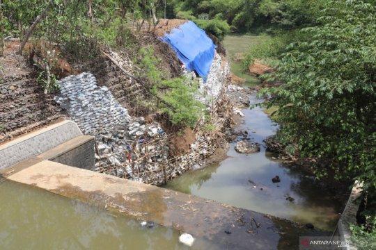 Pembuangan limbah B3 di Kediri