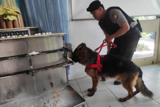 Anjing pelacak sisir gereja di Jakarta Barat