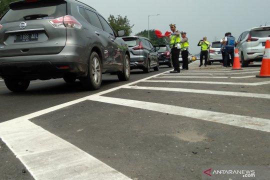"Jalan Tol Jakarta-Cikampek ramai lancar setelah ""contraflow"""