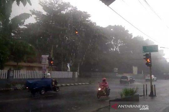 Jateng bagian selatan berpotensi hujan lebat dan petir, sebut BMKG
