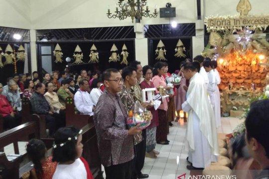Gua Natal kontemporer inspirasi khotbah spiritual besek malam Natal