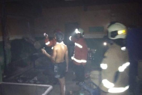 Dua karyawan terluka akibat gilingan bakso di Rawamangun terbakar