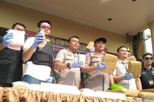 Polrestro Jakarta Barat gagalkan peredaran narkoba jelang tahun baru