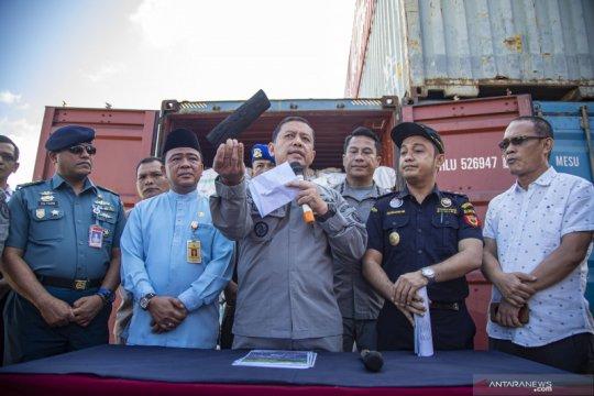 Pengungkapan kasus penyelundupan arang kayu bakau