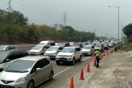 55.511 kendaraan diprediksi melintasi Gerbang Tol Cikampek Utama
