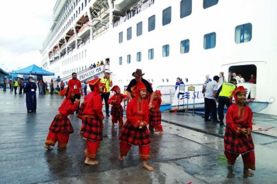 Kapal pesiar bawa 2.160 penumpang sandar di Pelabuhan Makassar