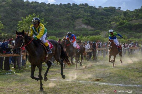 Lomba pacuan kuda di Sigi