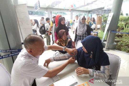 KAI beri layanan gratis periksa kesehatan di Stasiun Pasar Senen