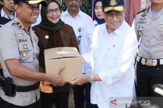 Bupati Bogor serahkan hasil kajian Jalur Puncak Dua ke Menhub