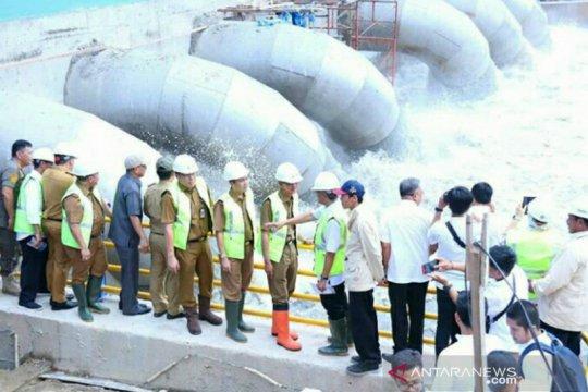 Pompa pengendali banjir di Palembang dioperasikan