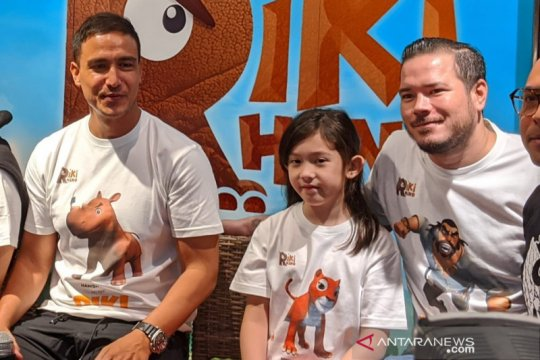 "Ayah-anak Zack Lee dan Mikhaela Lee main film animasi ""Riki Rhino"""