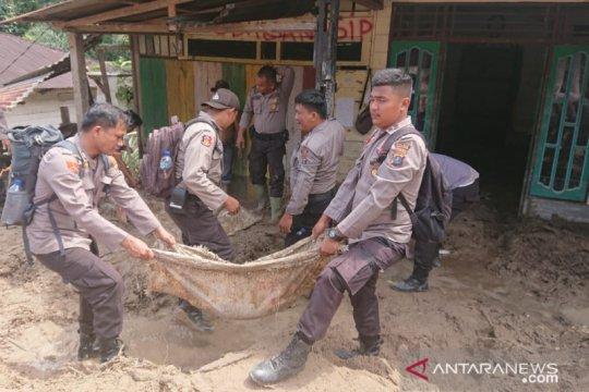 Polres Labuhanbatu kerahkan 150 personel bantu korban banjir bandang