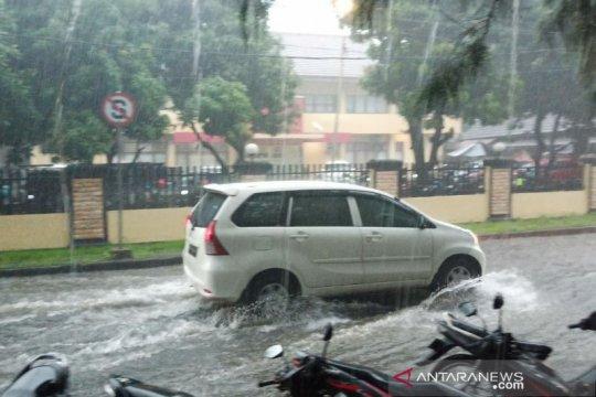 BMKG : Beberapa kota berpotensi alami hujan petir pada Senin