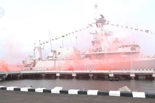 Melihat kemeriahan Hari Armada di Dermaga Sunda