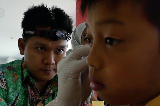 Bersih-bersih telinga anak agar proses belajar lebih baik