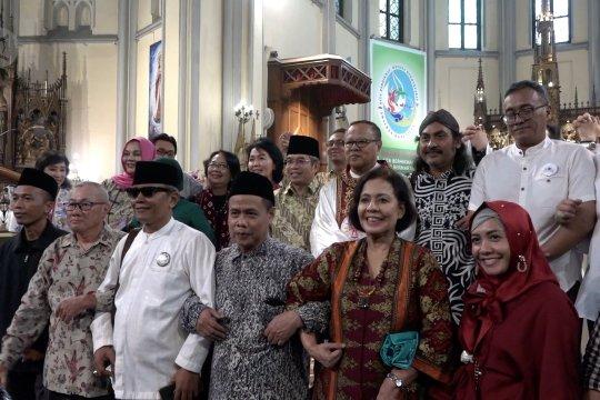 Misa di Gereja Katedral dikunjungi komunitas lintas agama