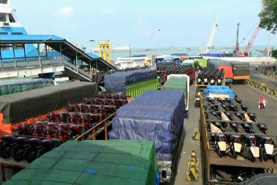 H-5 Natal, Pelabuhan Merak ramai lancar