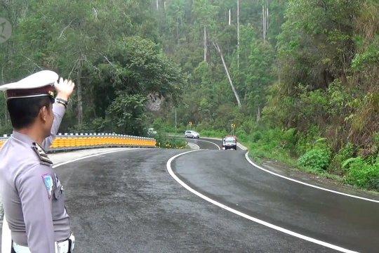 Meminimalisasi jalur rawan di tebing Gunung Lawu
