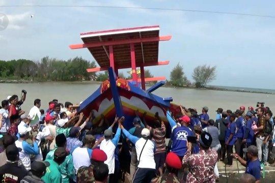 Muhammadiyah serahkan bantuan kapal untuk nelayan pantura