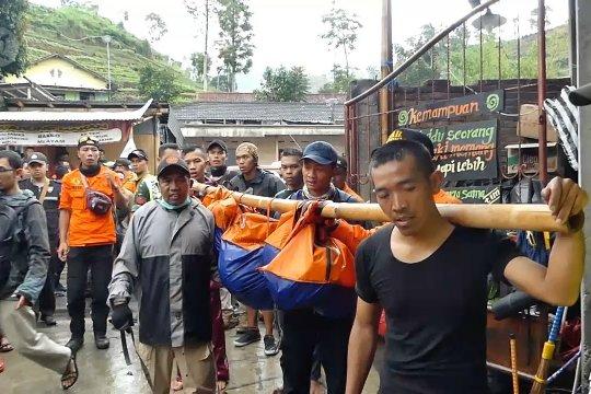 Tim SAR evakuasi pendaki Gunung Sumbing tewas tertimpa longsor