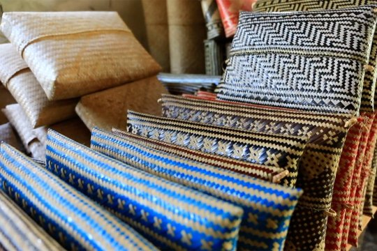 Perajin Anyaman Lombok-Ketak tetap produktif meski lesu pembeli