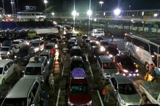 Penyeberangan di Pelabuhan Merak diprediksi meningkat 5 persen
