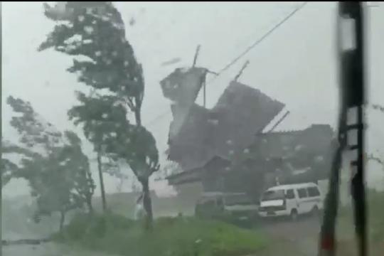 Puting beliung hancurkan 30 rumah di Jember