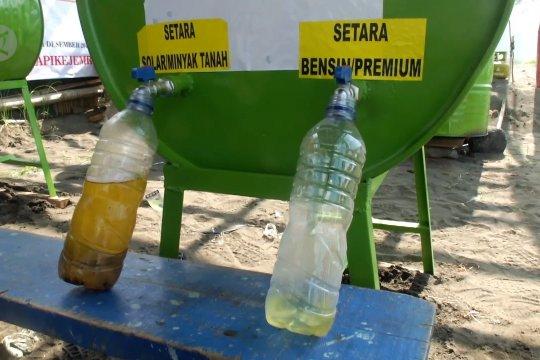 Sampah plastik Pantai Pancer diolah jadi BBM