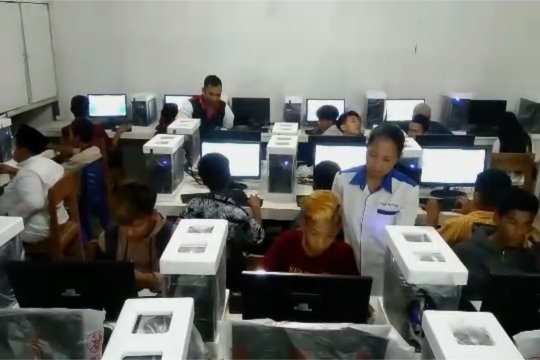 Askrindo salurkan bantuan komputer untuk PKBM di wilayah 3T
