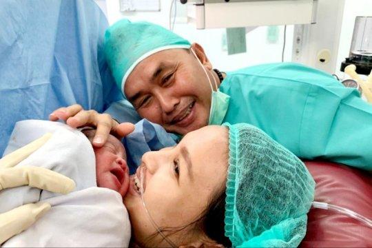 Gubernur Kalteng sambut tahun 2020 dengan kelahiran putranya Page 2 Small