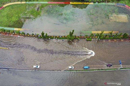 Pelabuhan di Jakarta diperkirakan hujan ringan