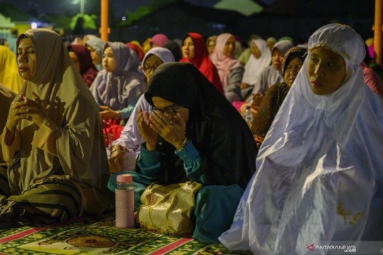 Ribuan warga Palu sambut tahun baru dengan zikir di lokasi eks tunami